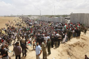 Palestinians gathered to protest at the Rafah border crossing between Egypt and Gaza (photo: SAID KHATIB/AFP)