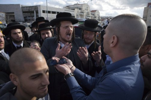 Secular Israelis argue with ultra Orthodox Jewish protesters in the central town of Beit Shemesh (Menahem Kahana / AFP)