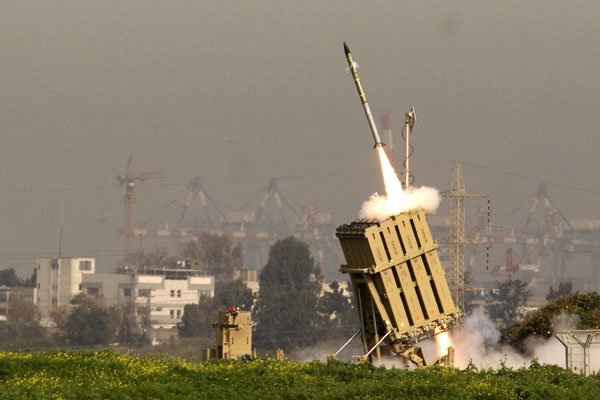 An Israeli missile is launched from the Iron Dome missile system in the city of Ashdod in response to a rocket launch from the nearby Palestinian Gaza Strip on 11 March 2012 (JACK GUEZ / AFP)