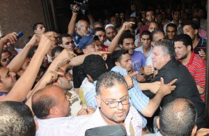 Shoving match takes place at the entrance to the Administrative Court during hearings on Tuesday (Photo: Mohamed Omar)