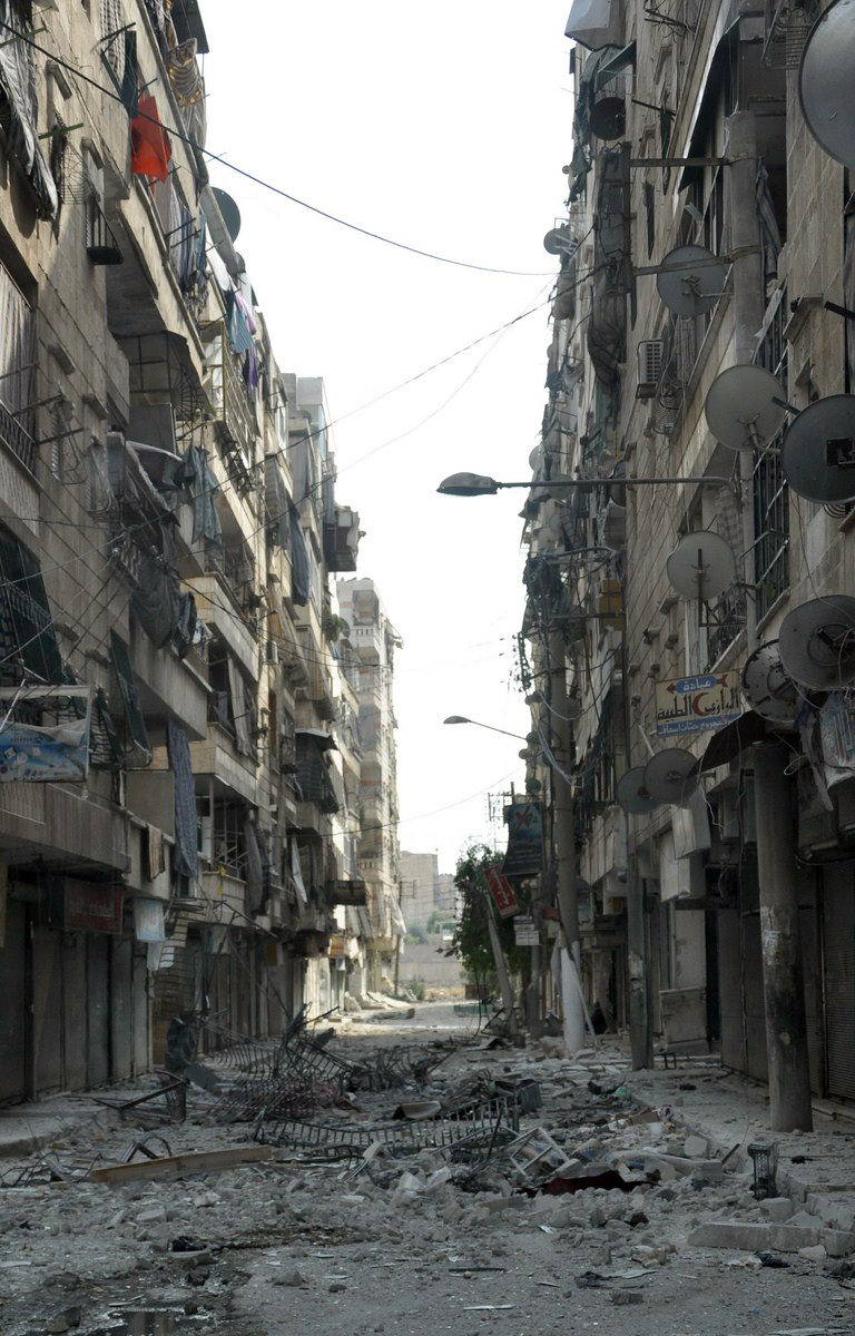 Destroyed buildings line a street in the Salah Al-Din district of the restive city of Aleppo, on 29 July 2012 (photo: AFP / PIERRE TORRES)