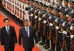 Chinese President Hu Jintao (left) and Egyptian President Mohamed Morsi review an honor guard during a welcoming ceremony at the Great Hall of the People in Beijing AFP PHOTO / MARK RALSTON