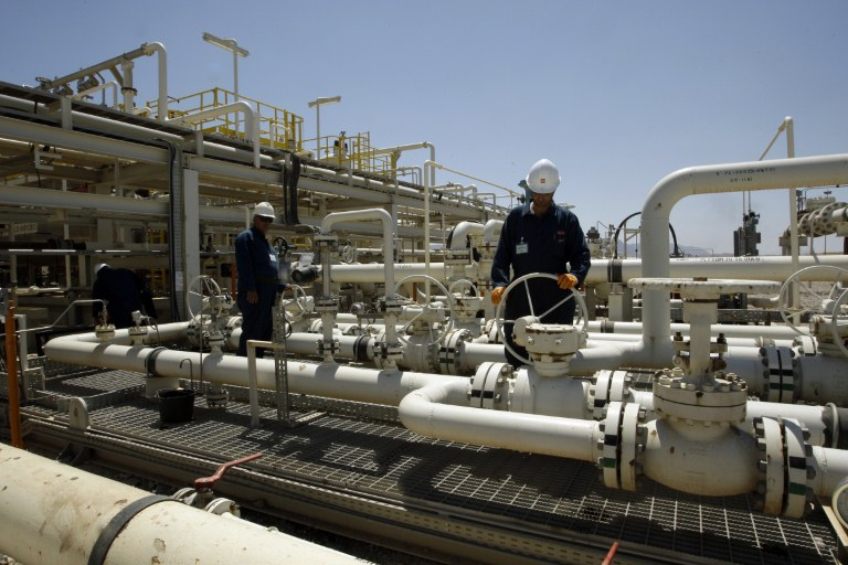 Oil workers in Iraqi Kurdistan where the French oil company Total signed contracts for exploration with the regional authoritie AFP PHOTO