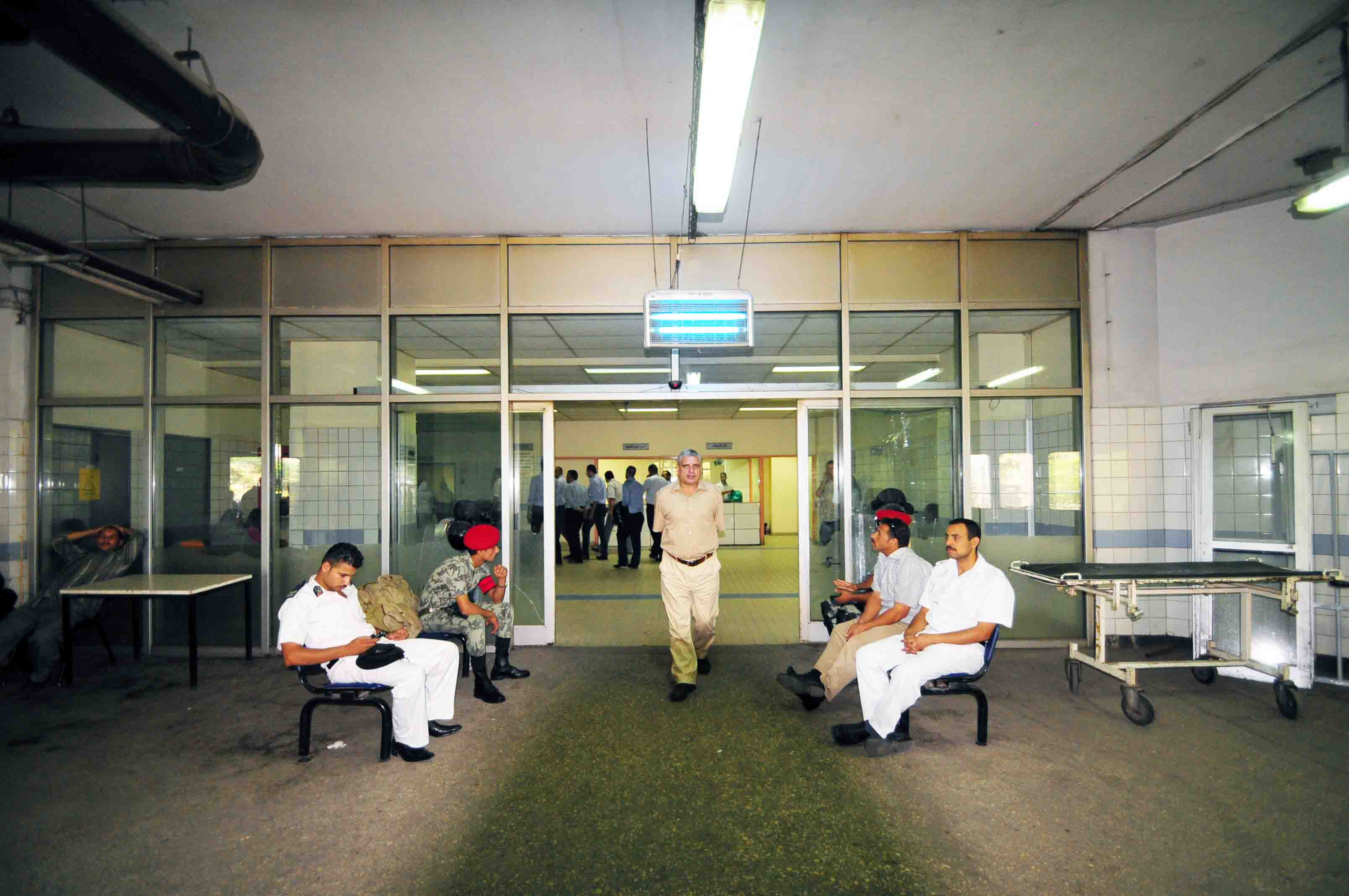 Guards sit at the entrance of Al-Mounir hospital in Cairo (File photo) Hassan Ibrahim / DNE