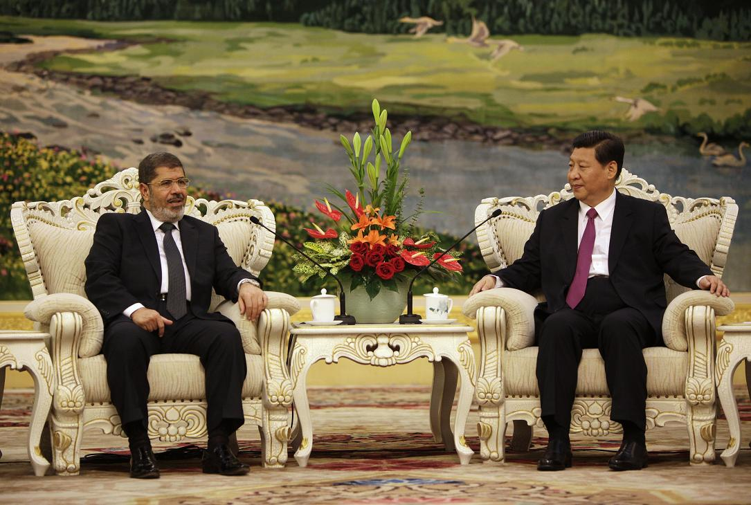 Egypt's President Mohamed Morsi (left) chats with Chinese Vice-President Xi Jinping (right) during their meeting in the Great Hall of the People in Beijing AFP PHOTO / POOL