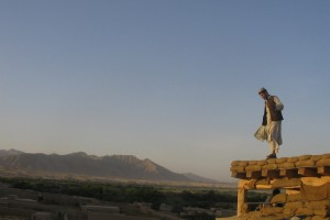 An Afghan militia man stands on the roof of a security post in Kajaki in Helmand province where Taliban militants killed ten national army soldiers (File photo) AFP PHOTO / BRONWEN ROBERTS