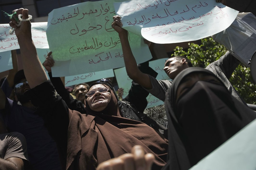 Egyptian protesters shout slogans against Egyptian President Mohamed Morsi and the Muslim Brotherhood during a demonstration outside Cairo's Administrative court as they wait for a Court ruling on the panel of Judges designated to decide on the legitimacy of the constitutional committee, on July 30, 2012 in Cairo (AFP PHOTO/GIANLUIGI GUERCIA)