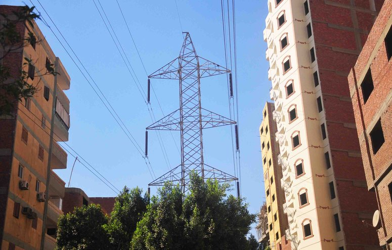 Electricity pylons in greater Cairo (Hassan Ibrahim / DNE)