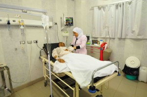 Patient receives treatment in the El-Mounira hospital (Hassan Ibrahim)