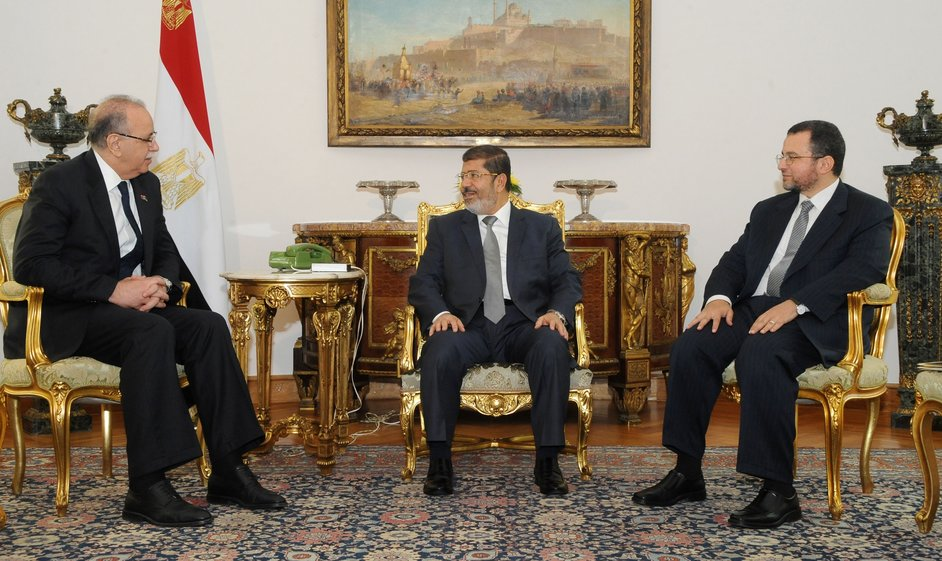A hand out picture made available by the Egyptian presidency shows Egytpian President Mohamed Morsi (C) meeting with Egyptian Prime Minister Hisham Qandil (R) and Libyan Prime Minister Abdel Rahim al-Kib (L) at the presidential palace in Cairo on 6 August AFP PHOTO/EGYPTIAN PRESIDENCY