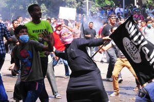 Rioters clash with security services near the US embassy in Cairo Hassan Ibrahim / DNE