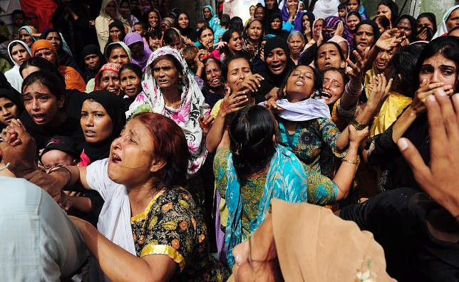 Pakistani women grieve during the funeral of a garment factory fire victim in Karachi on 14 September AFP PHOTO / ASIF HASSAN