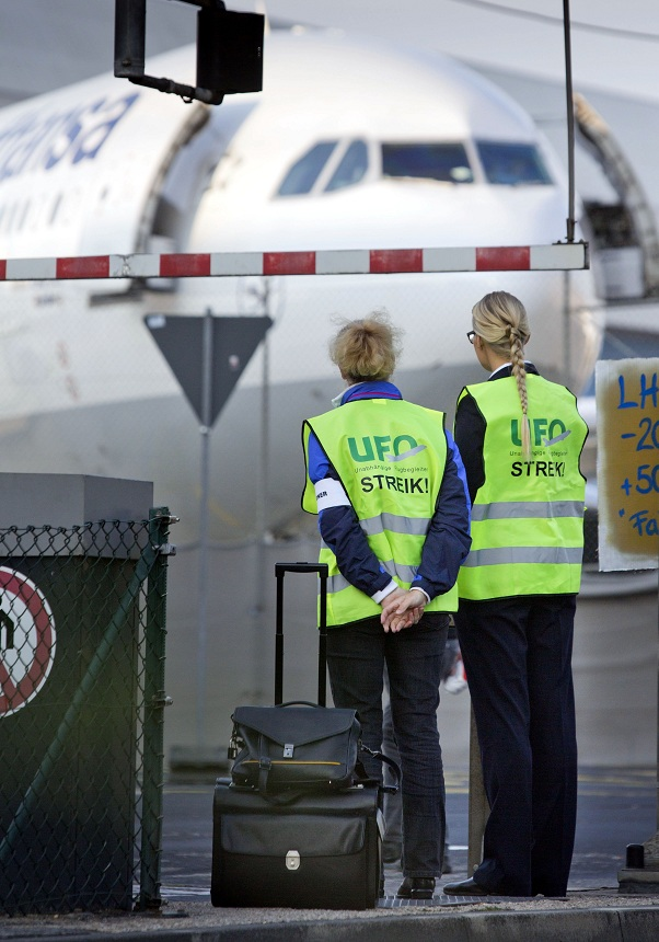 Flight attendants strike at the airport in Frankfurt AFP PHOTO / FRANK RUMPENHORST
