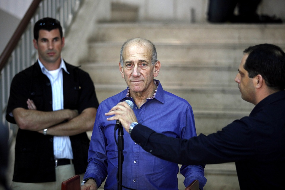 Former Israeli prime minister Ehud Olmert speaks to the press following a sentence hearing in his corruption case at Jerusalem's District Court AFP PHOTO / GALI TIBBON