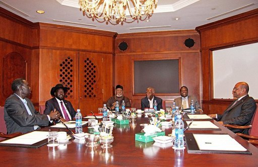 Omer Al-Bashir (right) and Salva Kiir (2nd-left) meet at the Sheraton Hotel in Addis Ababa AFP, Mulugeta Ayene