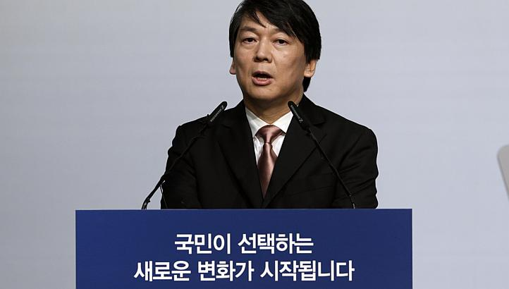 Ahn Cheol-soo speaks during a press conference in Seoul, South Korea, on Wednesday, Sept 19, 2012 AFP Photo