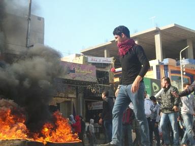El-Matary's family and friends block 23 July Street in Arish. (PHOTO BY Nasser El-AZAZY)