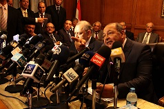 Maher Sami, the vice president of the supreme constitutional court, gesticulates during Tuesday's press conference to reject all articles in the draft constitution applicable to the role of the court. (AFP Photo)