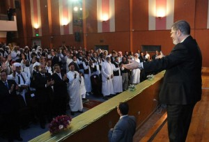 Morsy receives applause from local leaders during his visit to Marsa Matruh, (Photo courtesy of presidential office)