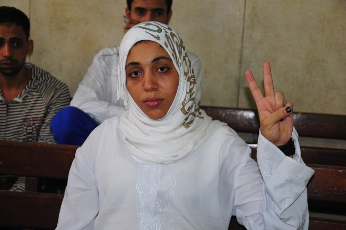 Nahed Sherif makes a victory sign during a hearing at Al Abbasseya court for activists and judges arrested for attacking the High court Hassan Ibrahim / DNE
