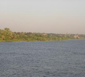 The oil spill made its way up the Nile from Aswan all the way to Luxor province. (PHOTO BY OMAR EL-ADL)
