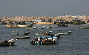 Palestinian fishermen prepare their nets in Gaza City's harbour on October 17, 2012. (AFP Photo / Mahmud Hams)