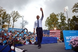 US President Barack Obama waves at supporters during a campaign rally at George Mason University in Fairfax, Virginia, on October 19, 2012. (AFP Photo /Jewel Samad)