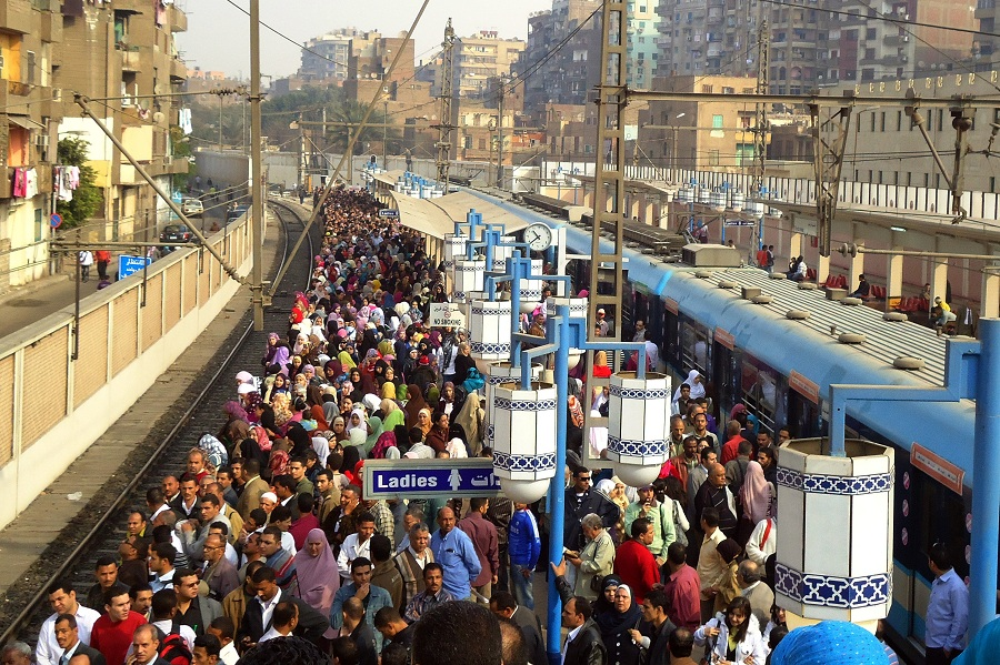 Crowds fill the platforms at Sayedda Zeinab Metro station Hassan Ibrahim / DNE