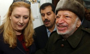 Palestinian leader Yasser Arafat (R) is assisted by his wife Suha (L) as he leaves Ramallah. (AFP Photo)