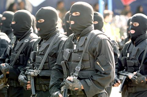 Masked Iranian special forces march during the Army Day parade in Tehran on April 17, 2012. (AFP PHOTO / ATTA KENARE)