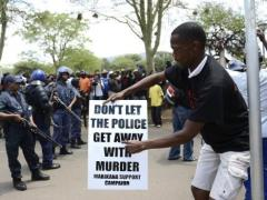 Striking miners protest in Rustenburg. (AFP PHOTO / STEPHANE DE SAKUTIN)