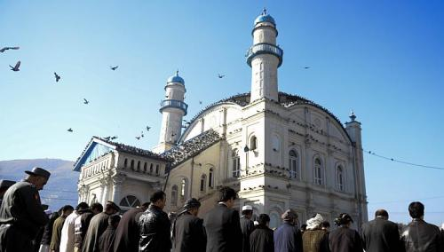 Afghan devotees pray during Eid al-Adha at the Shah-e Do Shamshira mosque in Kabul on Oct 26, 2012. (AFP PHOTO)