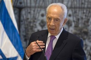 "The Egyptian president described his ""highest esteem and consideration"" for Israeli President Shimon Peres. (AFP Photo)"
