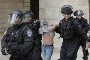 Israeli riot police arrest a Palestinian stone thrower during clashes at Jerusalem's Al-Aqsa mosque compound AFP, Ahmad Gharabli