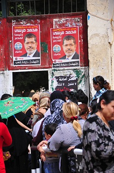 Voters lines up to cast their vote in the presidential elections. (PHOTO BY HASSAN IBRAHIM)