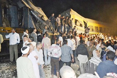 Crowds gather at the scene of a train collision in Fayoum. (PHOTO BY MOHAMED OMAR)