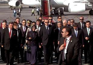 Egyptian Foreign Minister Mohamed Kamel Amr (Back, 3rd from right) welcomes Turkey's Prime Minister Recep Tayyip Erdogan (centre) and his wife Emine at Cairo airport .(AFP PHOTO / Stringer)