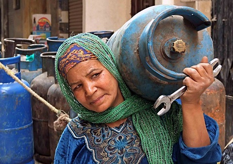 Under the terms of the IMF loan agreement the Egyptian government must restructure the budget directed towards subsidies. (DNE / Hassan Ibrahim)