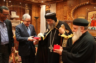 Hamdeen Sabahi meets with Pope Tawadros II on Monday, 19 November. (Photo courtesy of the Popular Current Facebook page)