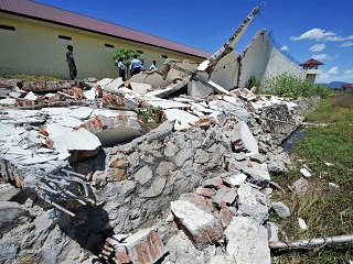 The shallow 6.8-magnitude quake struck in a rural area 116 kilometres north of Mandalay. (AFP PHOTO)