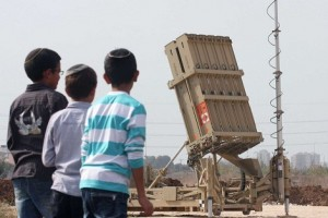 Israeli children look at the Israeli military's Iron Dome defence missile system, designed to intercept and destroy incoming short-range rockets and artillery shells, deployed in Gush Dan, the Tel Aviv metropolitan area, 17 November. (AFP / Roni Schutzer)