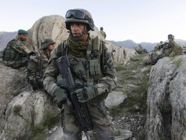 A file picture taken on September 21, 2010 shows a French soldier (C) patroling with Afghan soldiers in Kapisa province in Afghanistan. (AFP PHOTO)