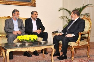 Ramadan Abdullah Shalah (centre) met with President Mohamed Morsy on Sunday evening. (Photo courtesy of Egyptian Presidency)