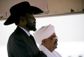 Sudan's President Omar al-Bashir (right) and South Sudan's Salva Kiir must resolve Abyei's status by 5 December. (AFP/ Ashraf Shazly)