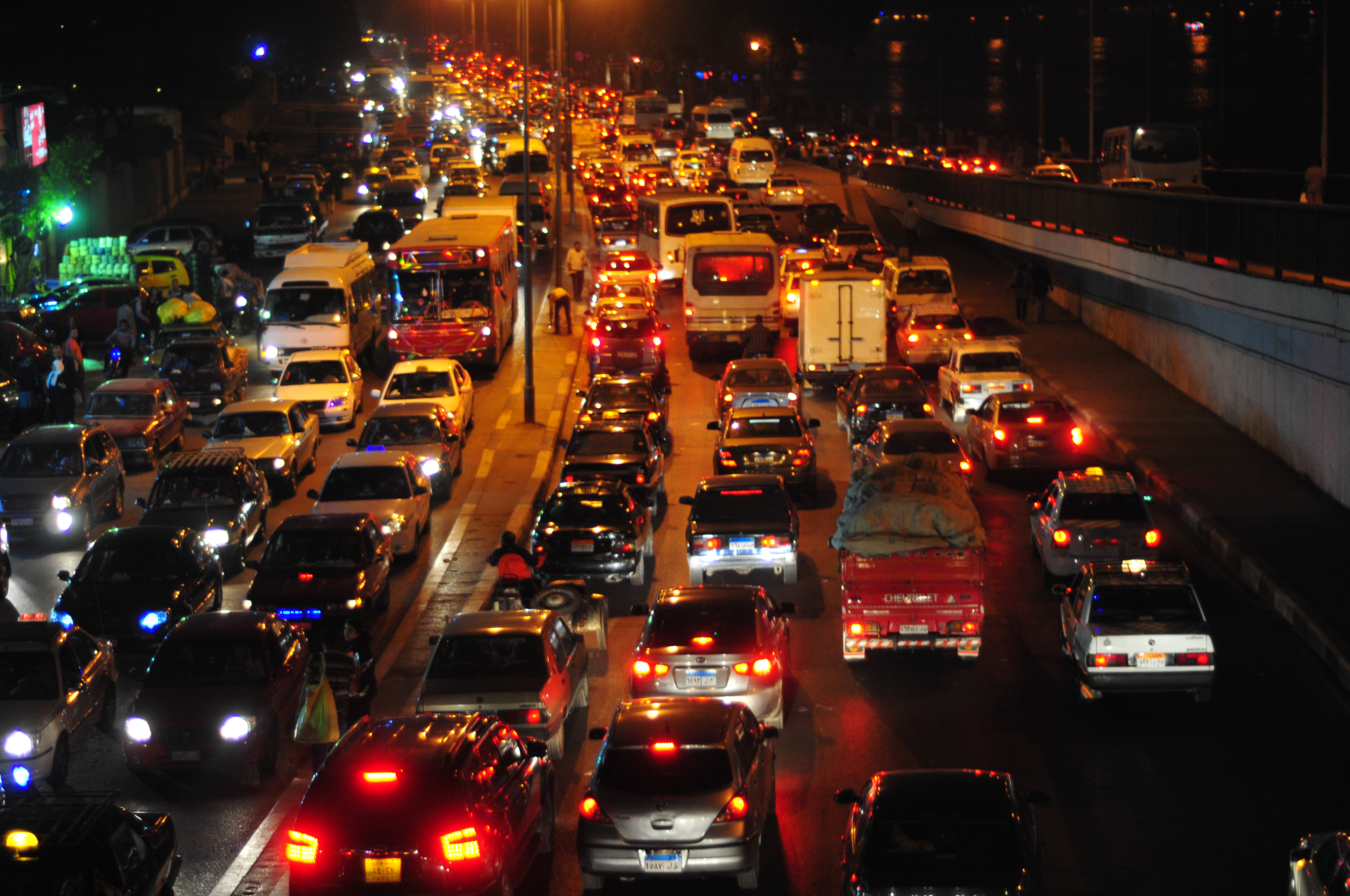 Traffic Congestion during night in Cairo, hinders cab drivers from making enough money to cover their families' expenses (DNE/Hassan Ibrahim)