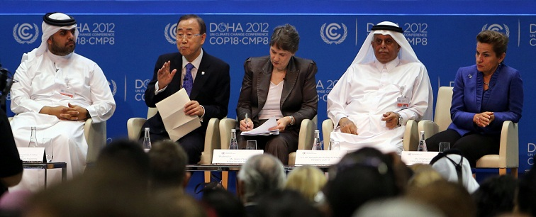 United Nations Secretary General Ban Ki-moon (2nd L) sits with officials during a meeting at the 18th United Nations Convention on Climate Change on 4 December, 2012 in the Qatari capital Doha. (AFP PHOTO / AL-WATAN DOHA / KARIM JAAFAR)