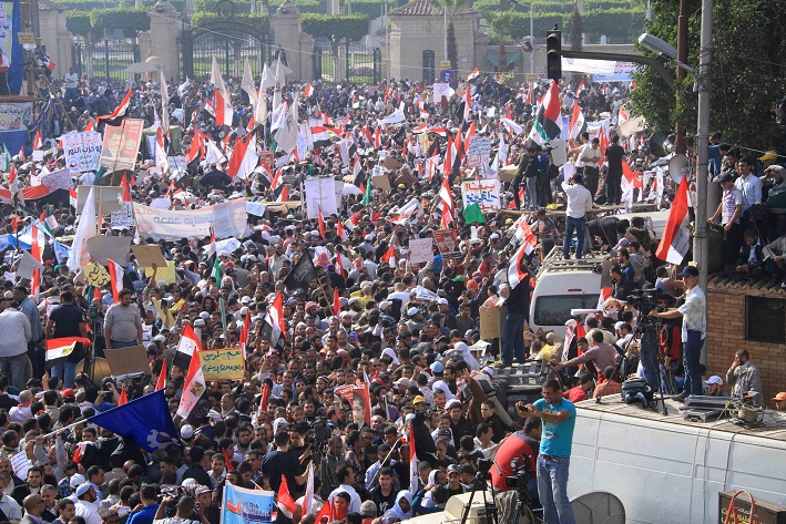 Morsi supporters rally in front of Cairo University on 1 December. (DNE/ Ahmed Al-Malky)