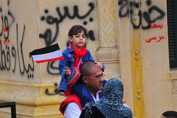 Morsy supporters head to presidential palace where opposition groups have staged a sit-in. Al-Dostour Party warned on 5 December that holding a pro-Morsy demonstration at the palace while opposition groups were already there could result in violence. (DNE/ Hassan Ibrahim)