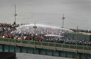 Riot police fire water cannons at protesters attempting to cross the Qasr Al Nile Bridge in downtown Cairo AFP Photo / Peter Macdiarmid