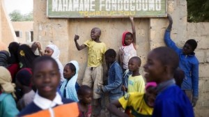 Schools reopen in north Mali town of Gao (BBC)
